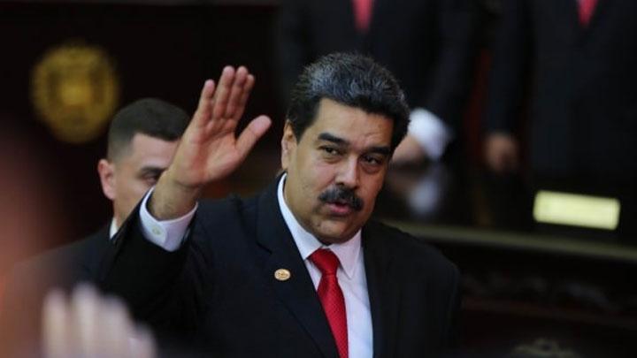 Maduro+onu+g%C3%B6r%C3%BCnce+b%C3%B6yle+selam+verdi:+%E2%80%99Selam%C3%BCnaleyk%C3%BCm%E2%80%99
