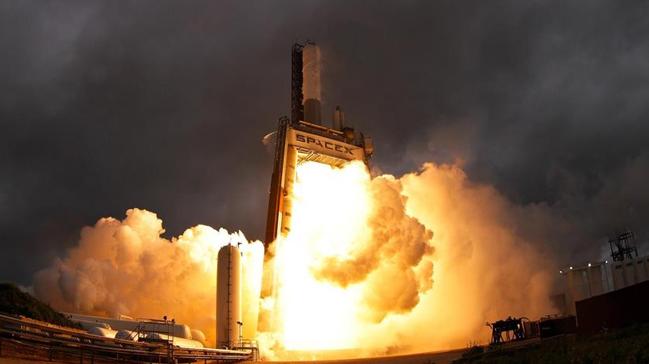 SpaceX,+10+haberle%C5%9Fme+uydusunu+y%C3%B6r%C3%BCngeye+g%C3%B6nderdi