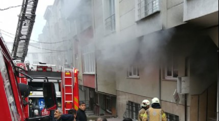 Esenyurt'ta yangında mahsur kalanları itfaiye ekipleri kurtardı