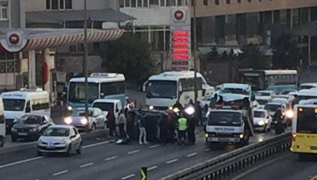 Son dakika... İstanbulda trafiği kilitleyen kaza