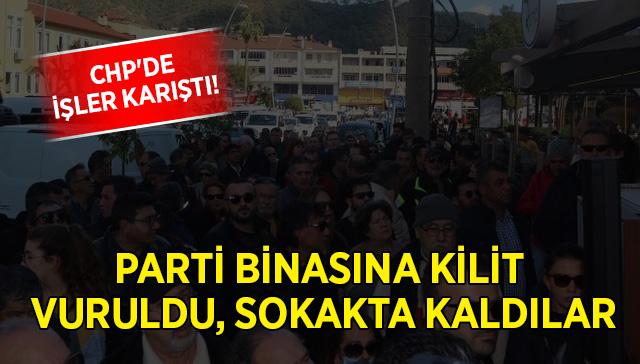 CHP'de işler karıştı! Parti binasına kilit vuruldu, sokakta kaldılar