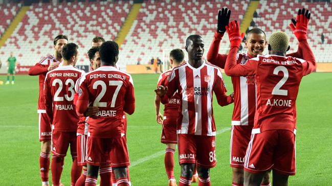 Sivasspor+sahas%C4%B1nda+Akhisarspor%E2%80%99u+2-1+ma%C4%9Flup+etti