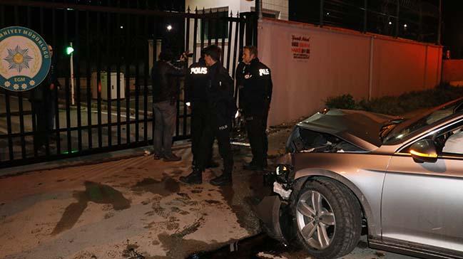 Polisten kaçtı, emniyetin kapısına çarptı