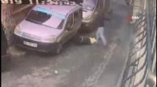 Son dakika - Beyoğlu'nda yabancı uyruklu sevgilisini sokak ortasında dövdü