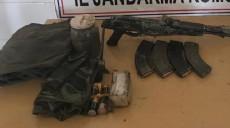 Son dakika - Hakkari'de düzenlenen operasyonda teröristlere ait silah ve mühimmat ele geçirildi