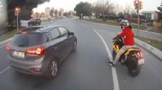 Son dakika - Motosikletlinin tek teker üzerinde tehlikeli şovu