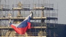 Son dakika - İngiltere'nin en eski katedraline Rus bayrağı asıldı, kriz çıktı